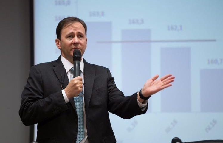 O diretor diz que o BC reagiu rápida e vigorosamente à crise dos 19