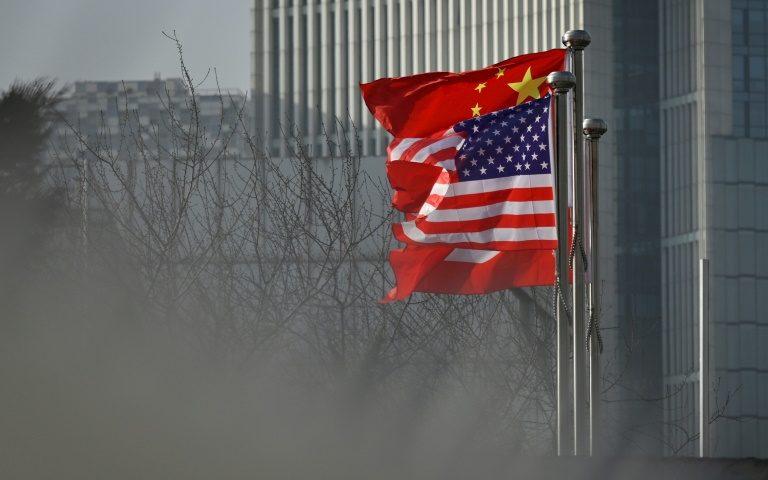 """China ameaça dar """"resposta adequada"""" às sanções da mídia dos EUA"""